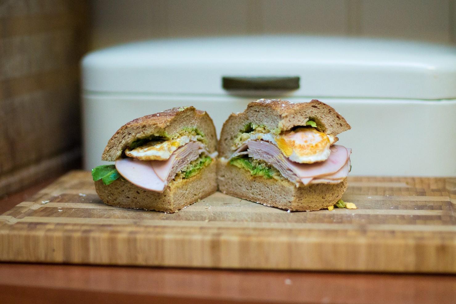 Crispy halvbrødre-sandwich