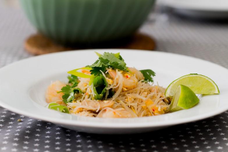 Sticky pad thai kylling