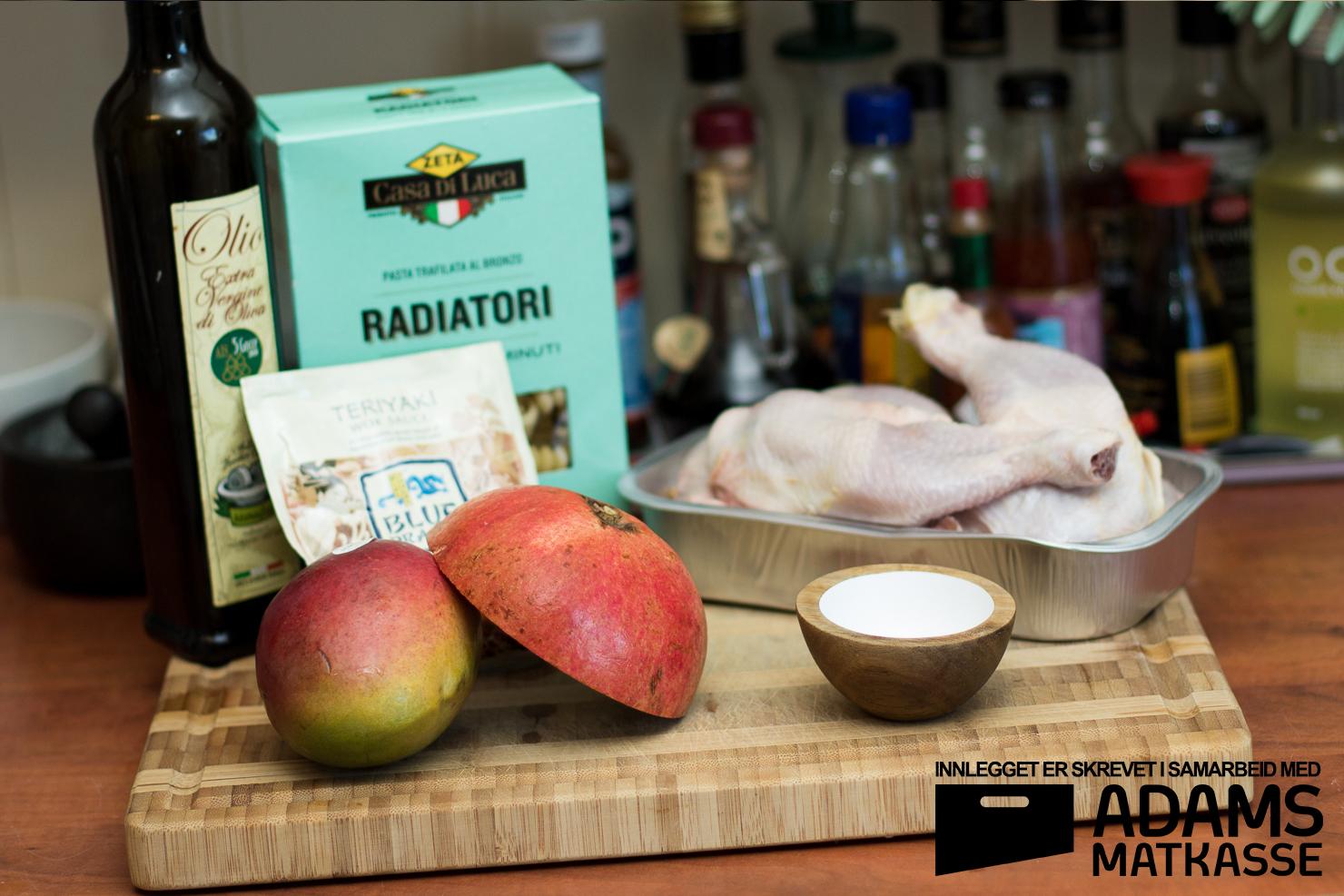 Ingredienser | Kyllinglår med radiatoripasta, granateple, mangosalat og teriyakisaus | Adams Matkasse
