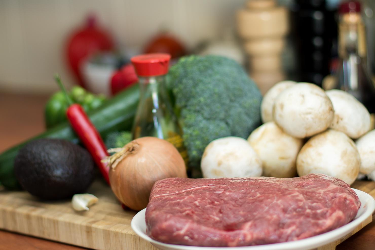 Ingredienser | Soya- og chilimarinert ytrefilet av okse med woket paprika, brokkoli, squash, løk og sjampinjong