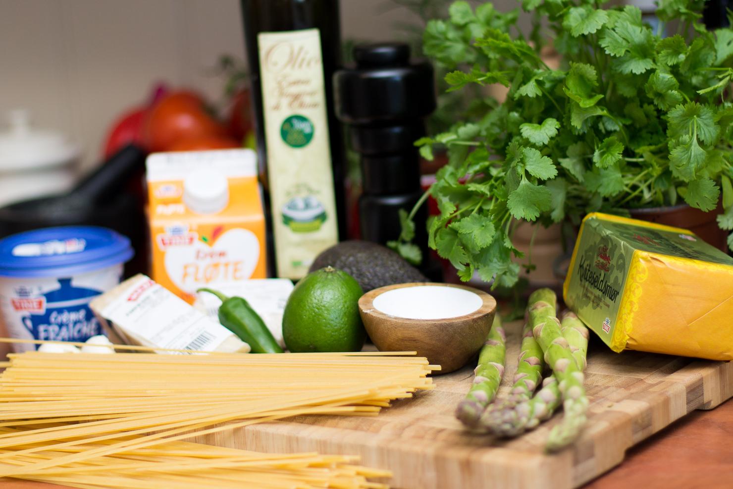 Ingredienser | Vårlig linguine med asparges og kremet avokado- og ostesaus