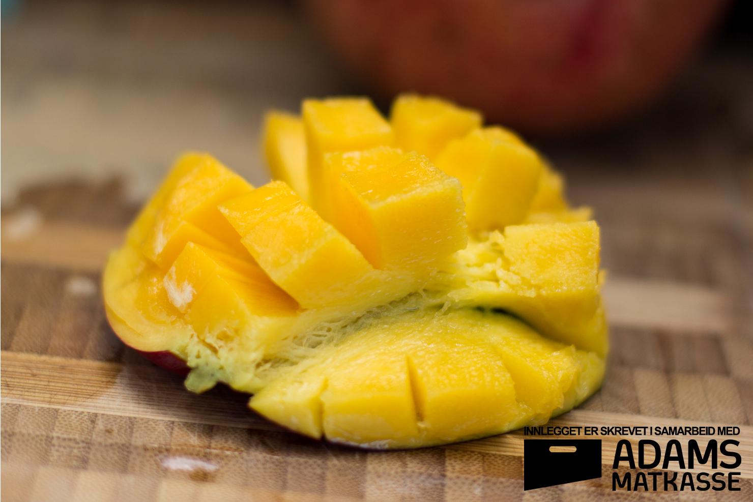Mango | Kyllinglår med radiatoripasta, granateple, mangosalat og teriyakisaus | Adams Matkasse
