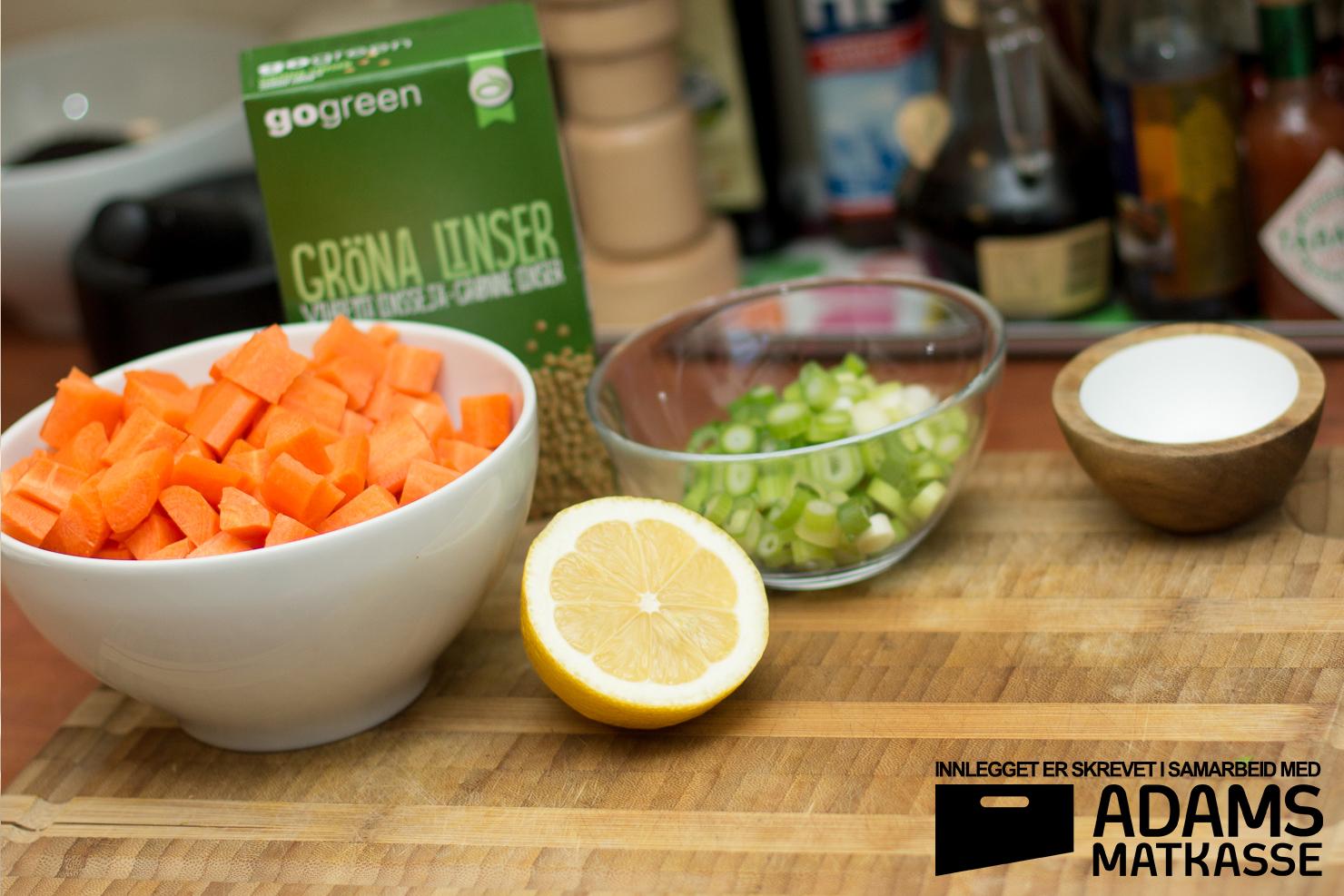 Skåler | Gulrot- og linsesuppe med bacon og varløk | Adams Matkasse