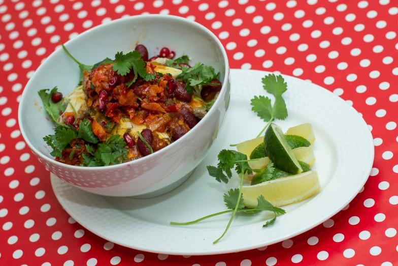 Dorade med couscous, tomatsaus med kidneybønner og gojisalsa