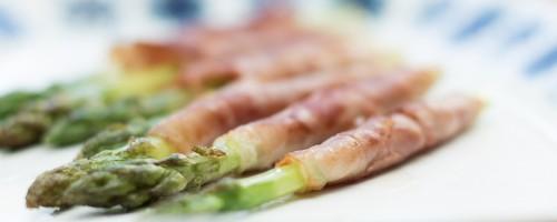 Pannestekt asparges med spekeskinke