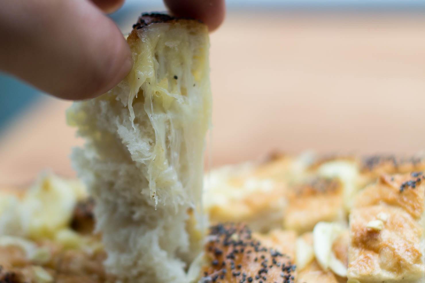 Closeup | Hel hvitløksloff med ost