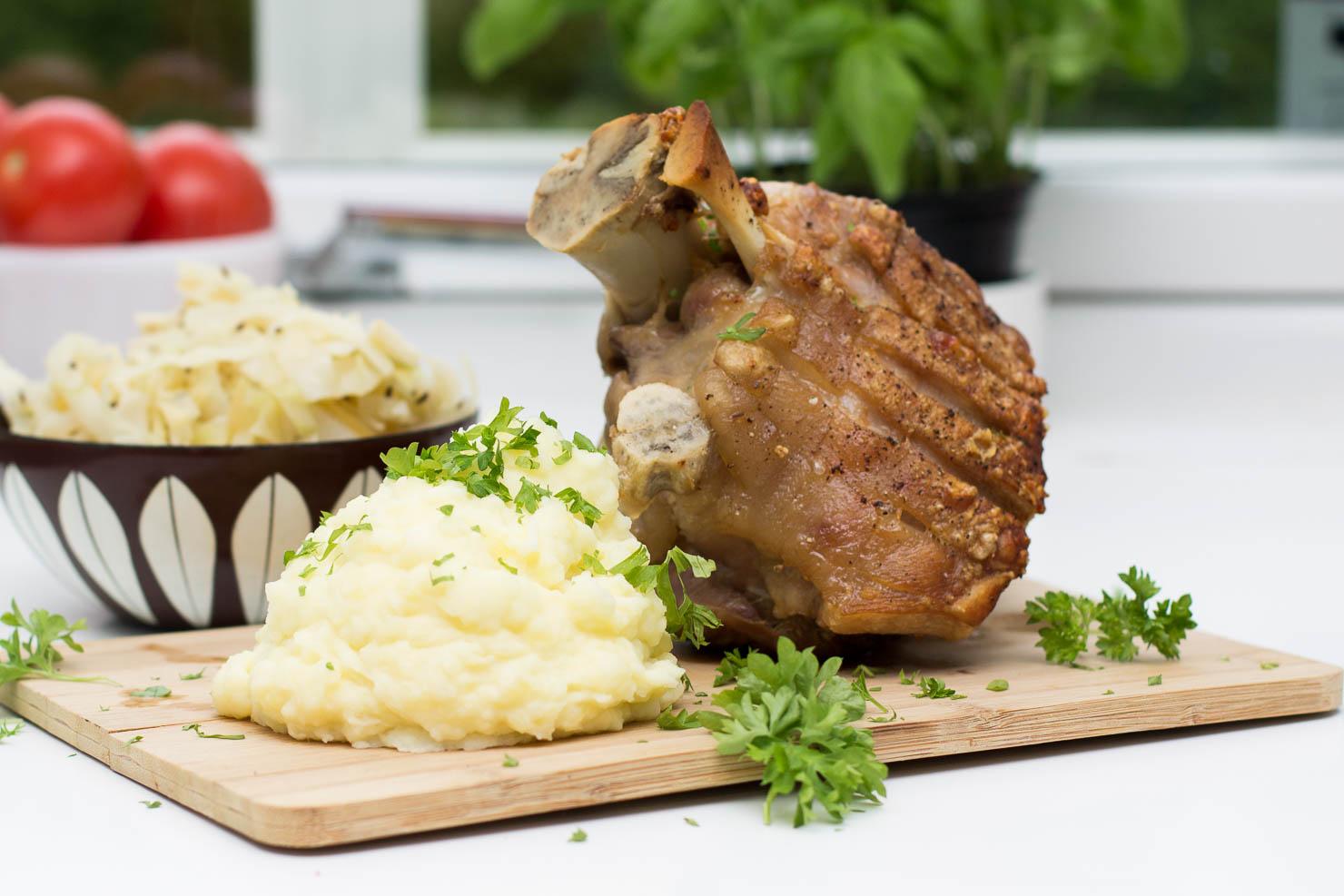 Braissert svineskank med potetmos og surkål