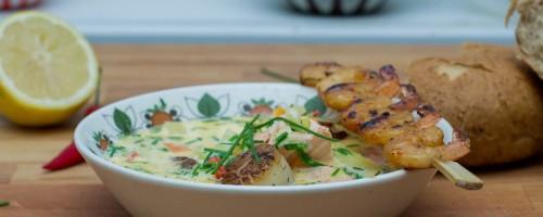 Kremet fiskesuppe med laks og kamskjell