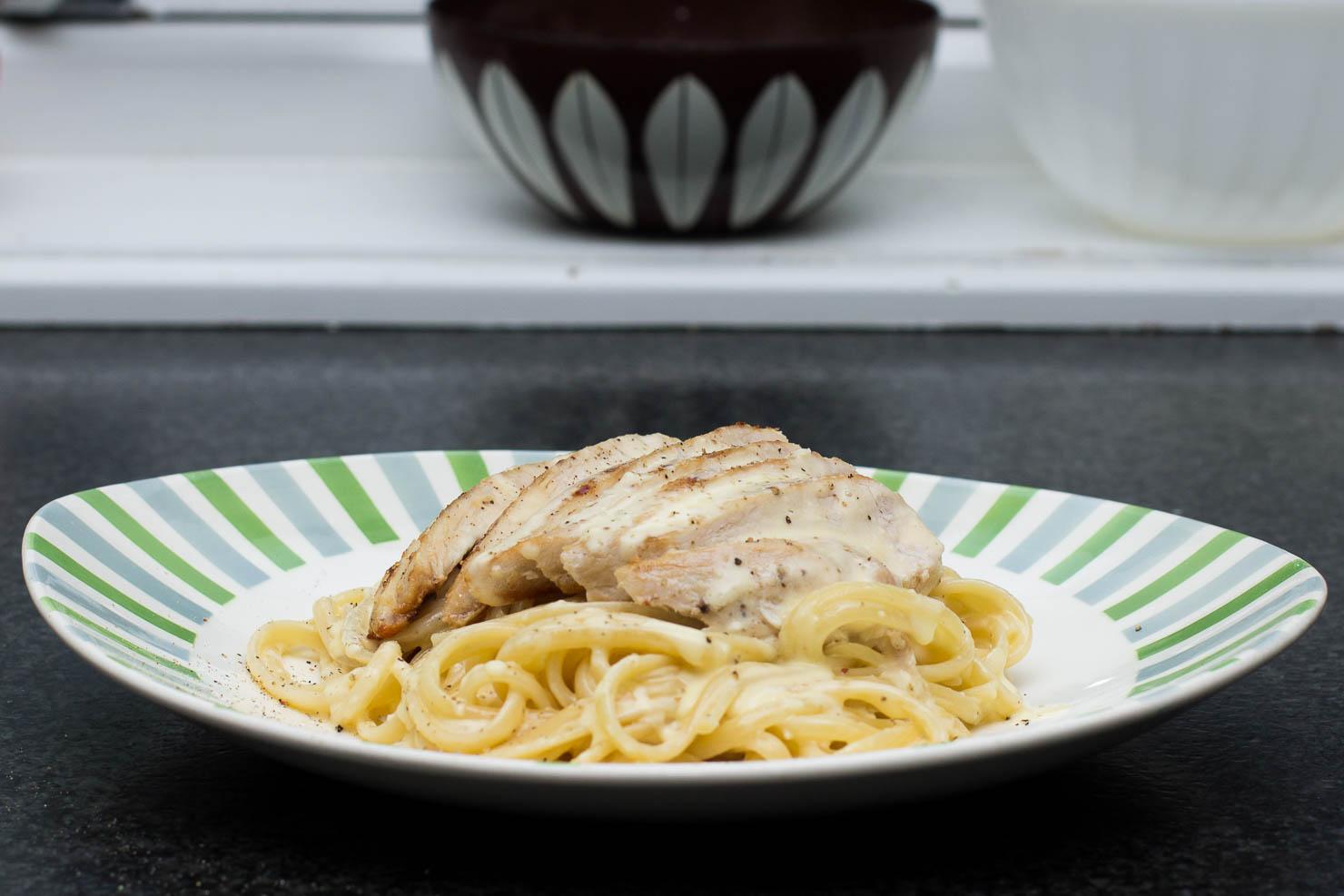 Linguine alfredo med pannestekt kylling