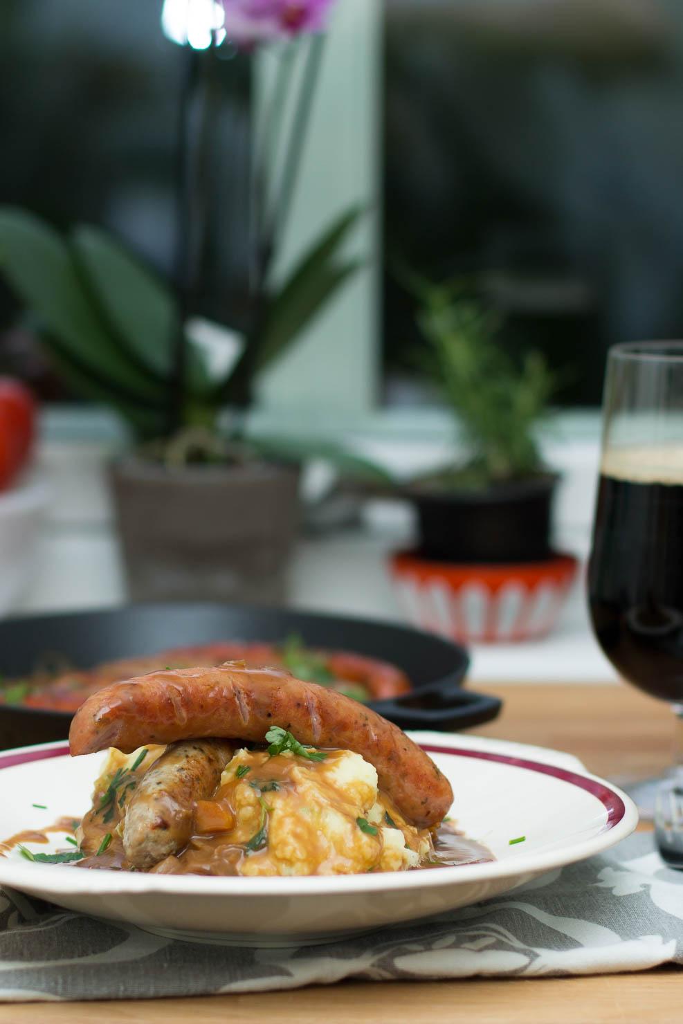 Pølse og potetstappe med Guinnessaus