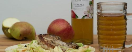 Featured | Svinekotelett i eplesaus med kålsalat og potet- og blomkålmos