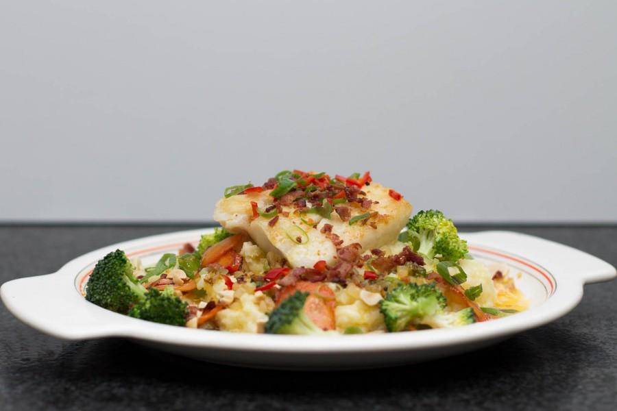 Smørbakt torsk med stekte grønnsaker og potetmos