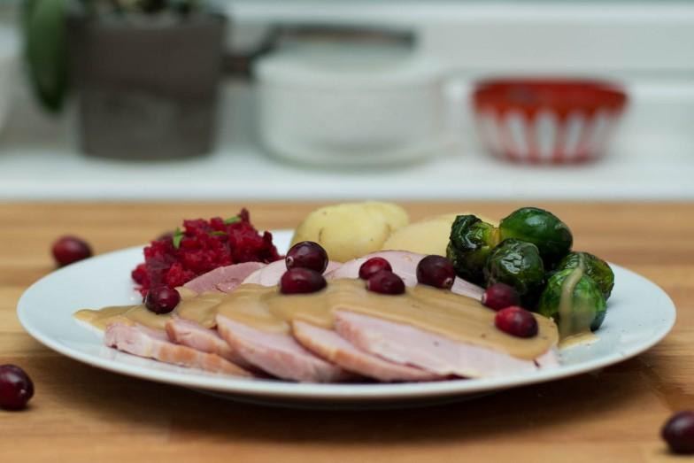 Kokt Juleskinke med kålrot- og rødbestappe