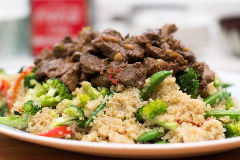 Koreansk biff- og quinoasalat