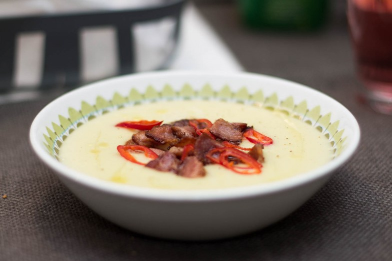 Kremet jordskokksuppe med bacon og chili