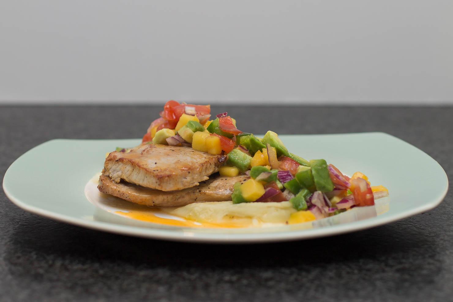Svinebiff med pastinakkpure og mango- og avokadosalsa