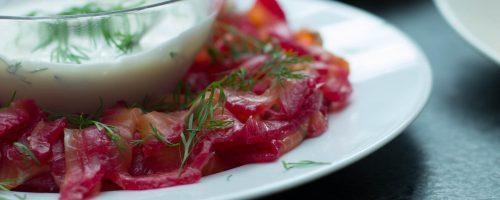 Gravlaks med rødbeter, pepperrot og dill