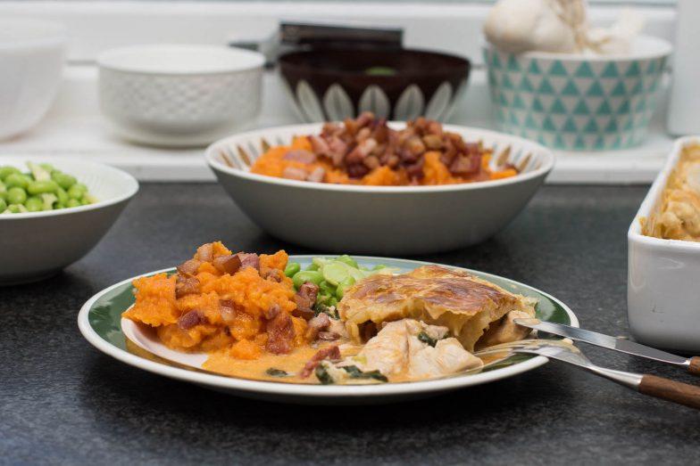 Kremet kylling- og chorizoform med buttderdeiglokk