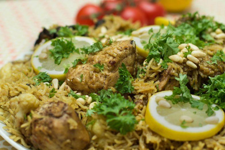 "Maqluba ""opp ned"" kylling | #CookForSYRIA"
