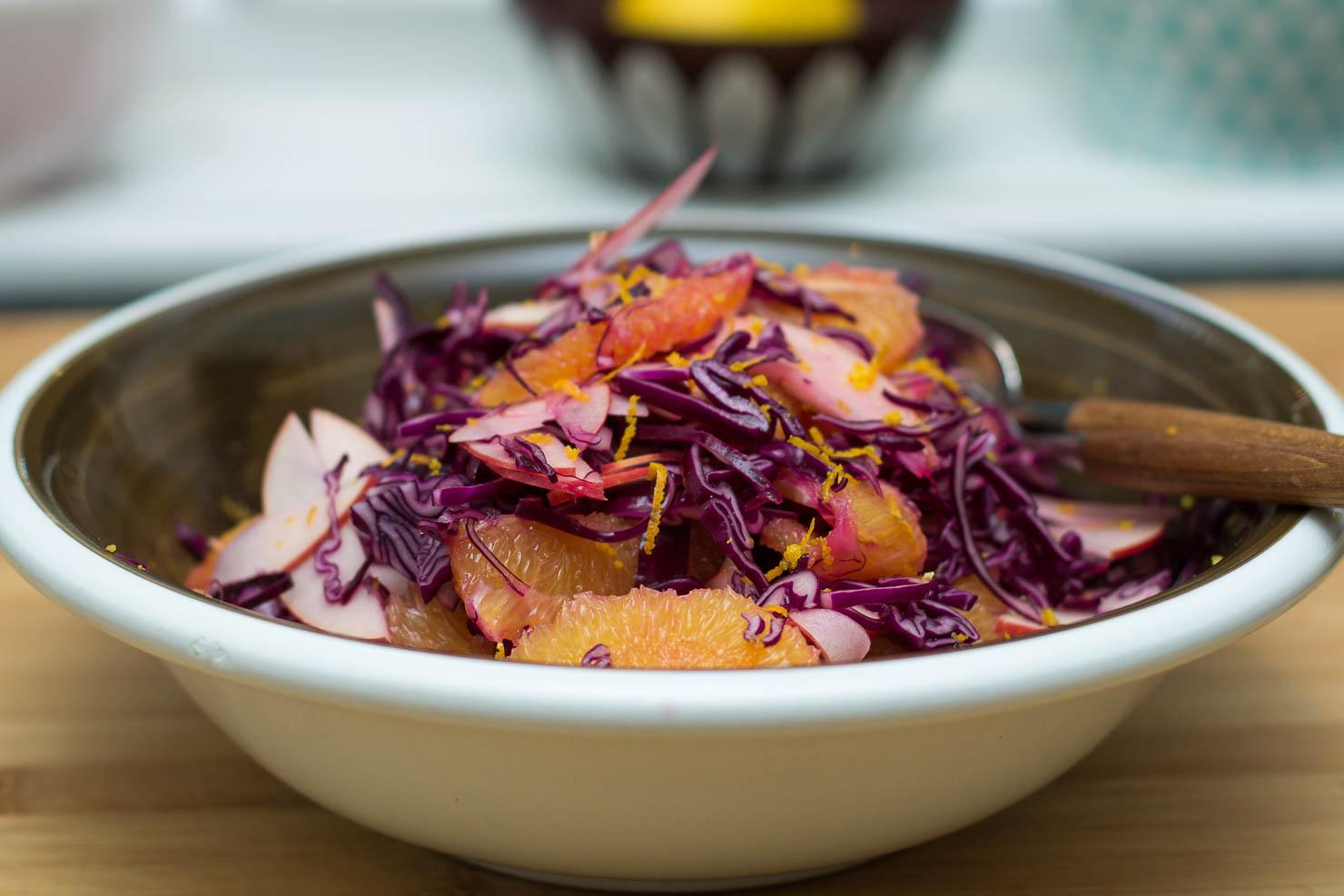 Rødkål- og appelsinsalat