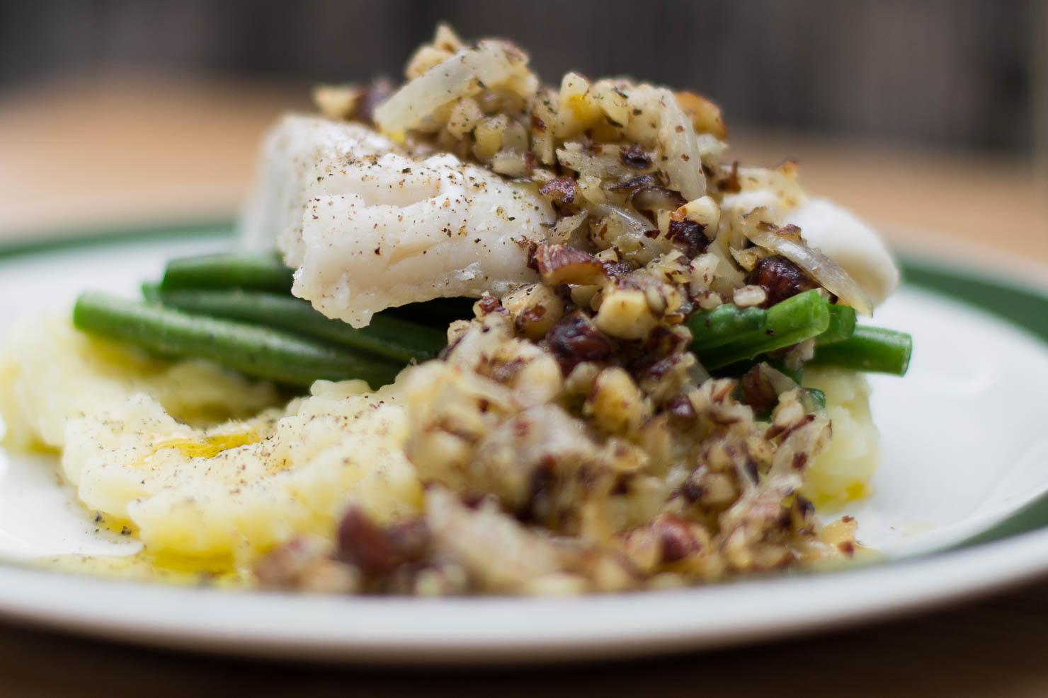 Nærbilde | Torsk med aspargesbønner og hasselnøttsmør